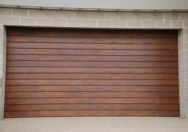 12T_Weatherboard_0_Tilt-Panel-Lift-Garage-Doors_640px