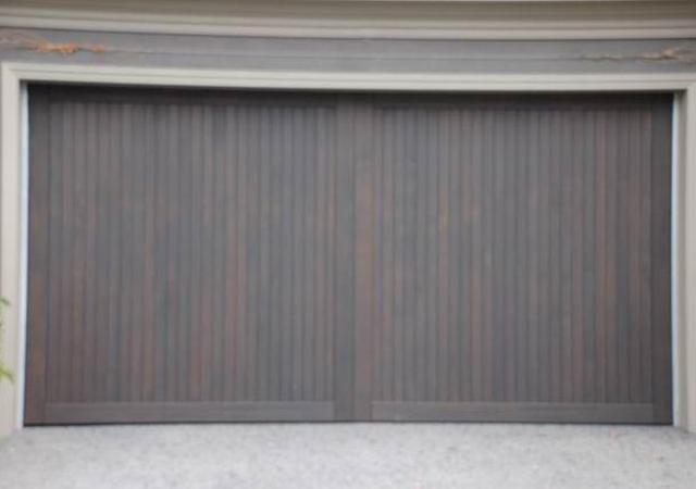 13T_Western_Red_Cedar_with_Border_0_Tilt-Panel-Lift-Garage-Doors_640px